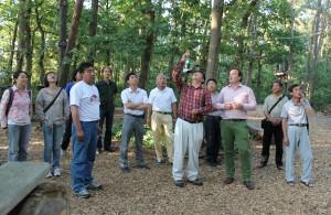 Hoch angebunden: Vom Nationalpark-Partner-Projekt und vom Kletterwald auf dem Hofgelände der Gut Darß GmbH waren chinesische Naturschutzmanager sichtlich beeindruckt