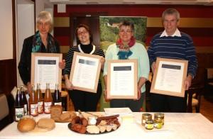 Stolze Partner der Biosphäre Bliesgau mit ihren Urkunden - Foto: Biosphärenzweckverband Bliesgau