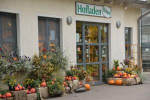 Im Hofladen kann man sich direkt beim Landwirt über die Herkunft der Produkte informieren. Bildautor: Biosphärenzweckverband Bliesgau - Foto: Thomas Stephan
