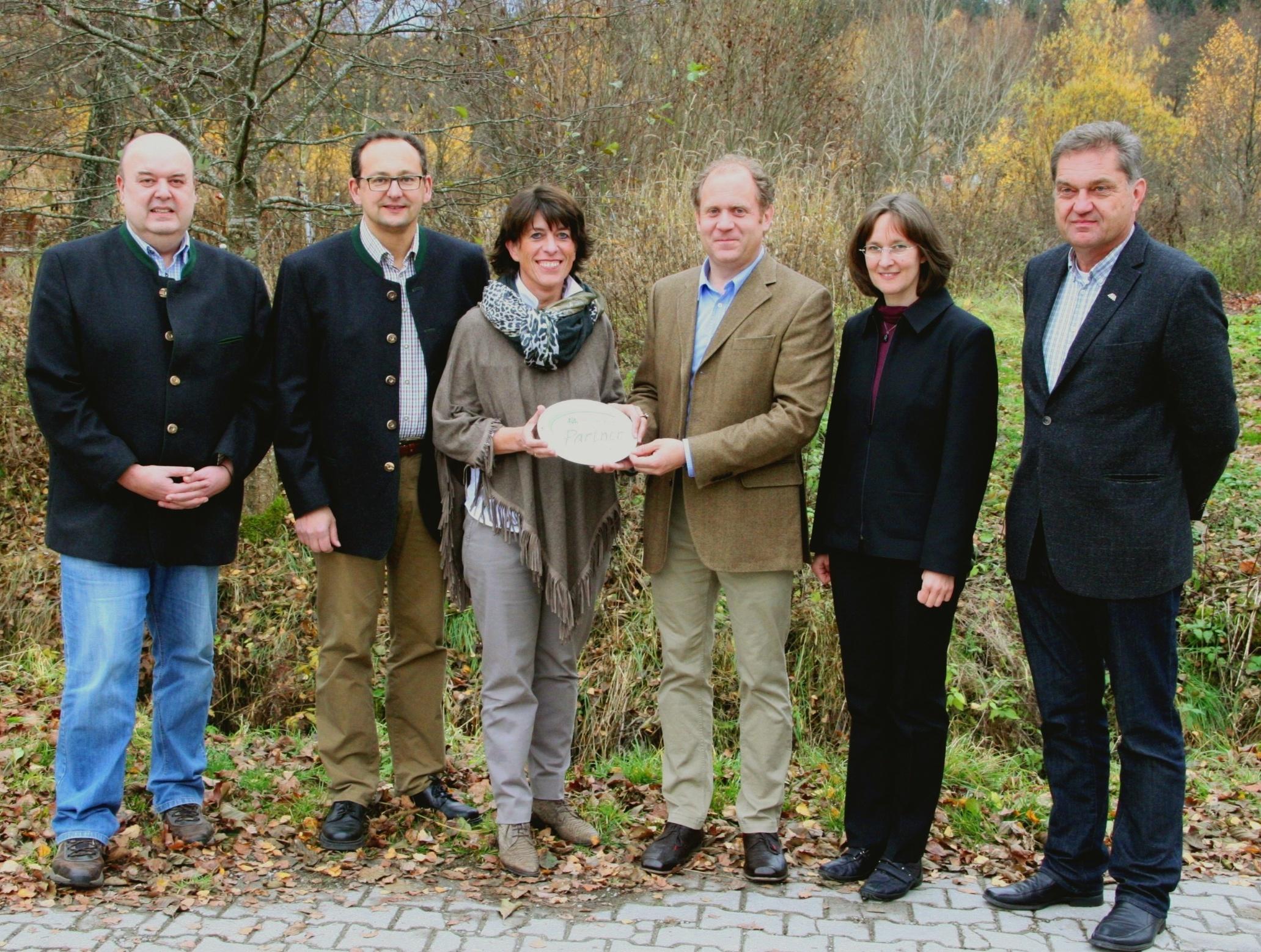 Glasmanufaktur Poschinger und Dampfbierbrauerei Zwiesel sind erste Fördermitglieder im Verein der Nationalpark-Partner