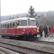 Die Biosphärengebiets-Partner beim Einstieg in die Schwäbische Alb-Bahn am Bahnhof Münsingen.
